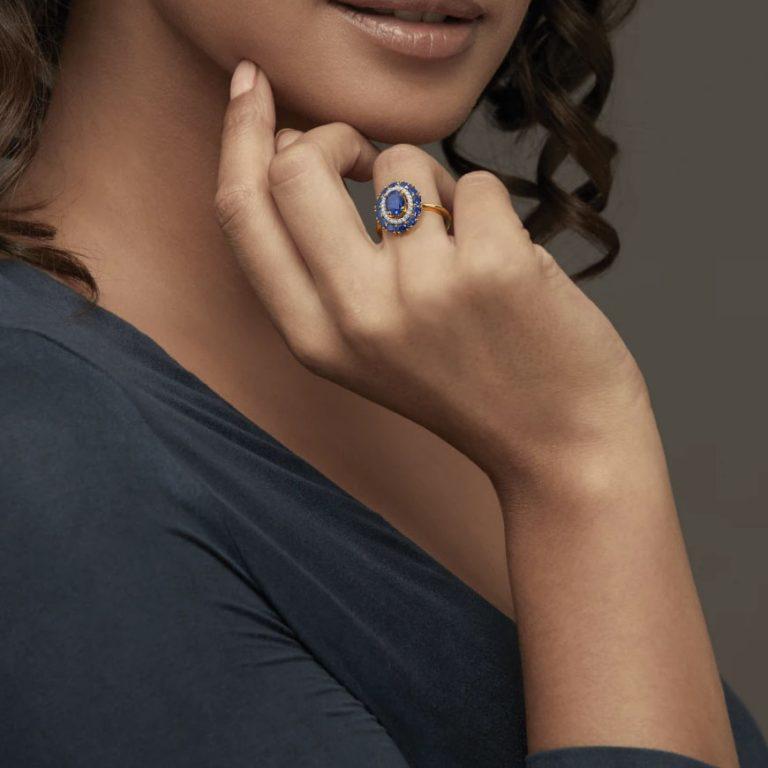 انگشتر طلا زنانه مدل بینینو با سنگ الماس و یاقوت کبود