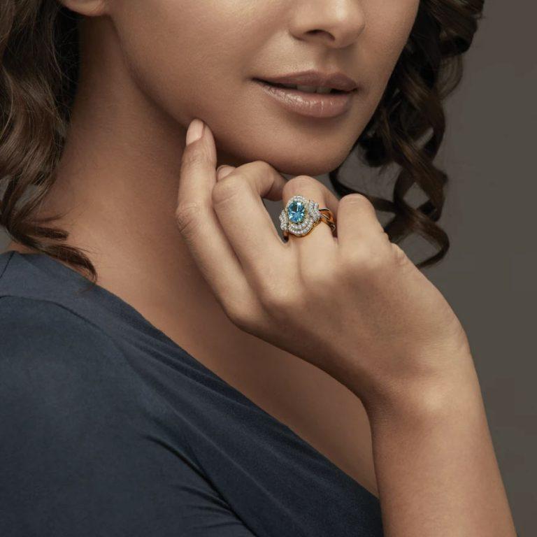 انگشتر طلا زنانه مدل رومش با سنگ الماس و توپاز